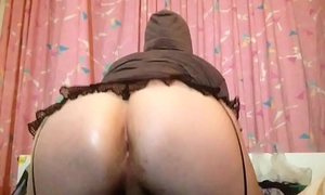 sexy Tranny playing with big perfect bubble butt