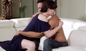 Cadger gets his dick deep throated by his ts stepmom and barebacks her