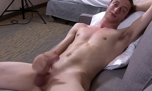 Solo army stud jerks his bigcock on the embed