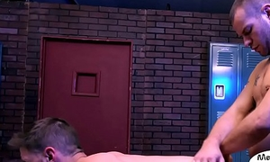 Gym amateur sucks southern stud in lockerroom