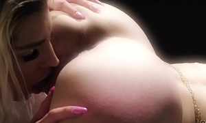 2 hot blondes drawing balloons Dirty Dutch party and monsterdildo strapon